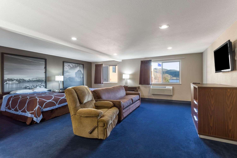 Suite - Super 8 Hotel Sparks