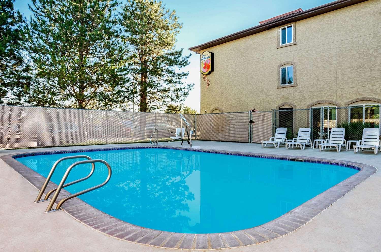 Pool - Super 8 Hotel Sparks