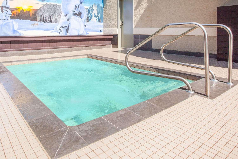 Pool - Super 8 Hotel Fernie