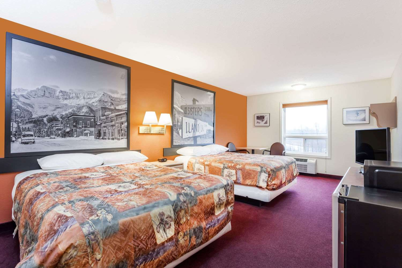 Room - Super 8 Hotel Fernie