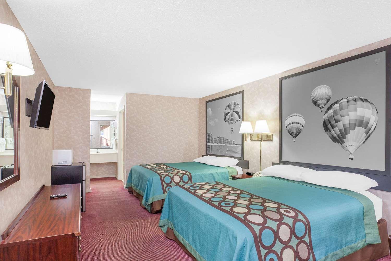 Room - Super 8 Hotel Priceville
