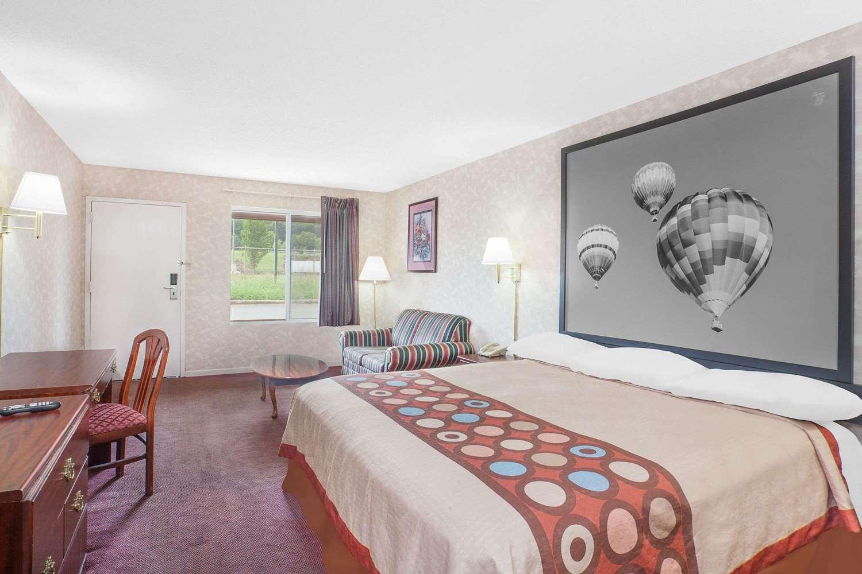 Suite - Super 8 Hotel Priceville