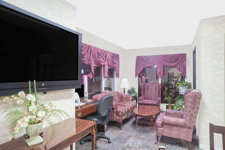 Lobby - Super 8 Hotel Priceville