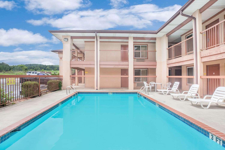 Pool - Super 8 Hotel Priceville