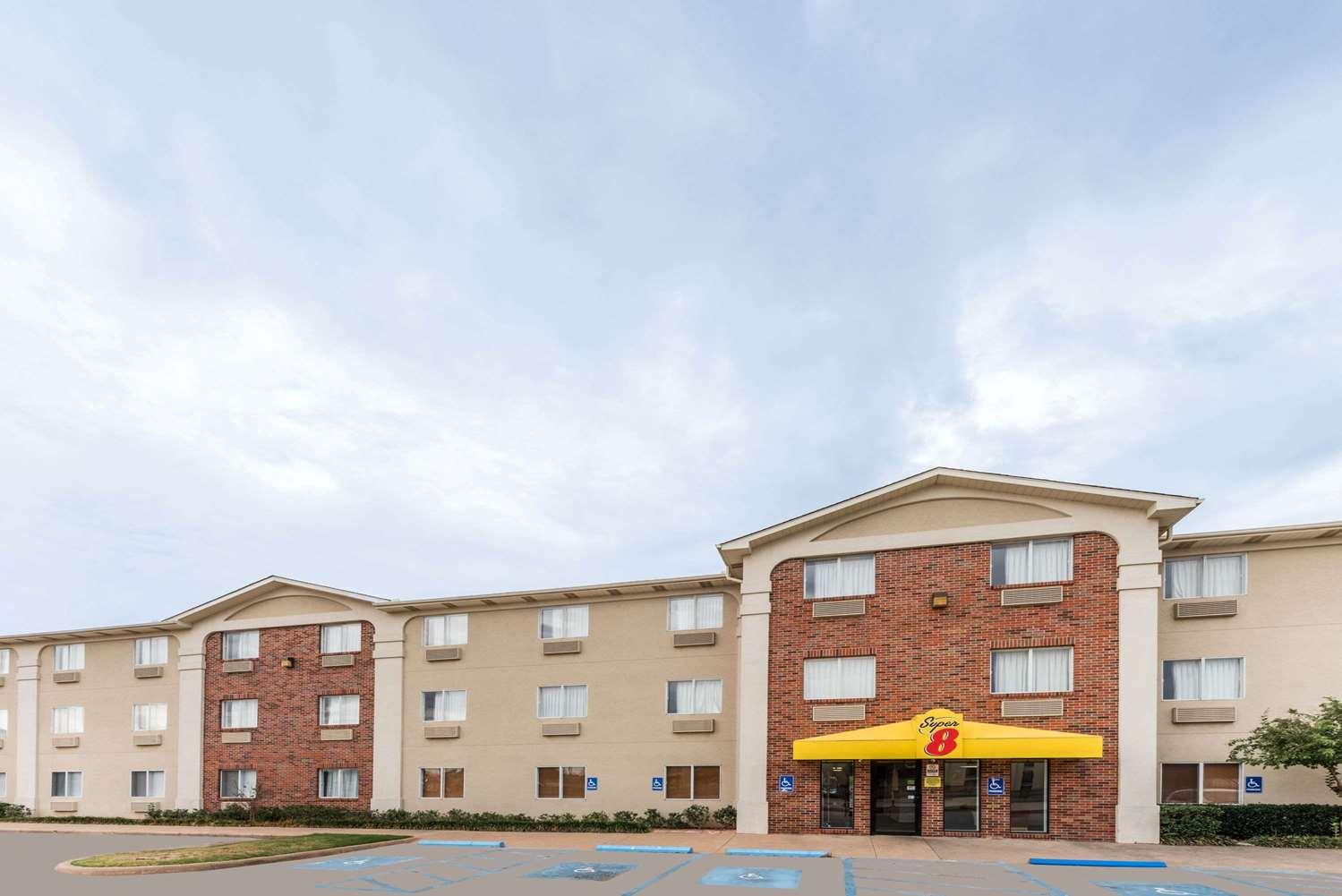 Super 8 Hotel Wichita Falls, TX - See Discounts