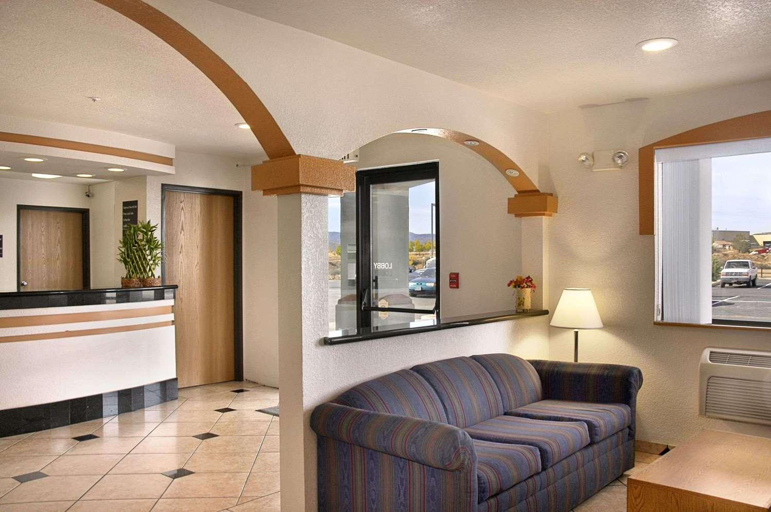 Lobby - Super 8 Hotel Prescott Valley
