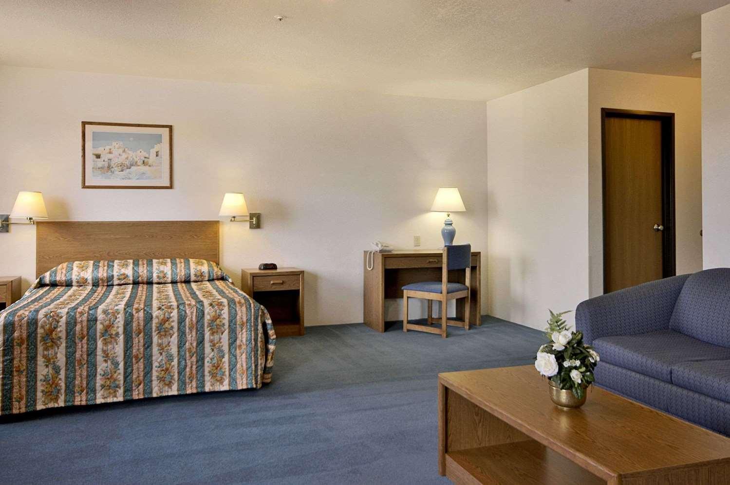 Suite - Super 8 Hotel Prescott Valley