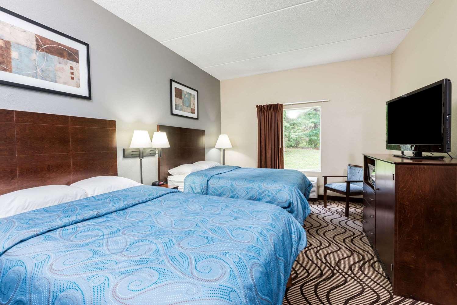 Room - Super 8 Hotel Mars
