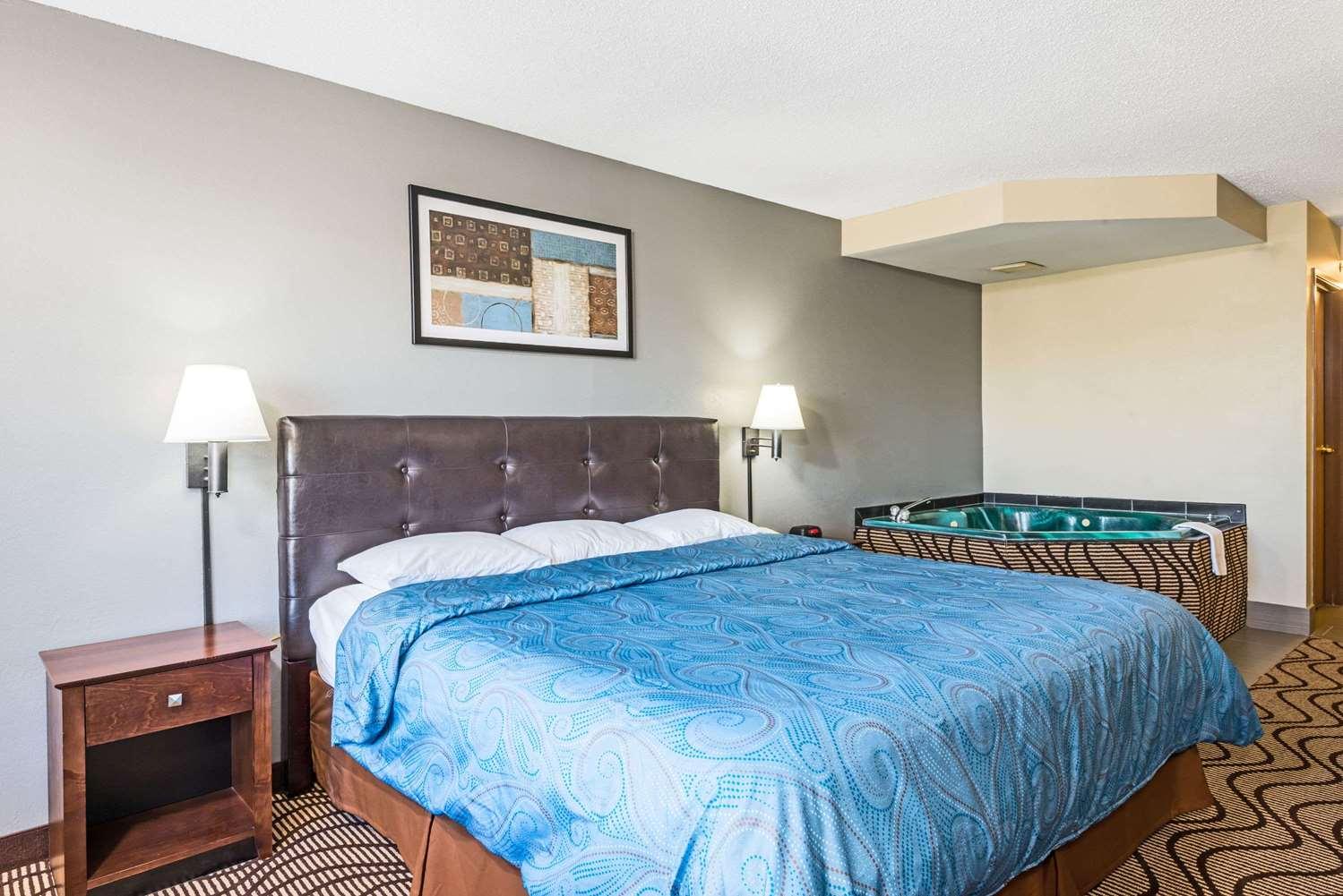 Suite - Super 8 Hotel Mars