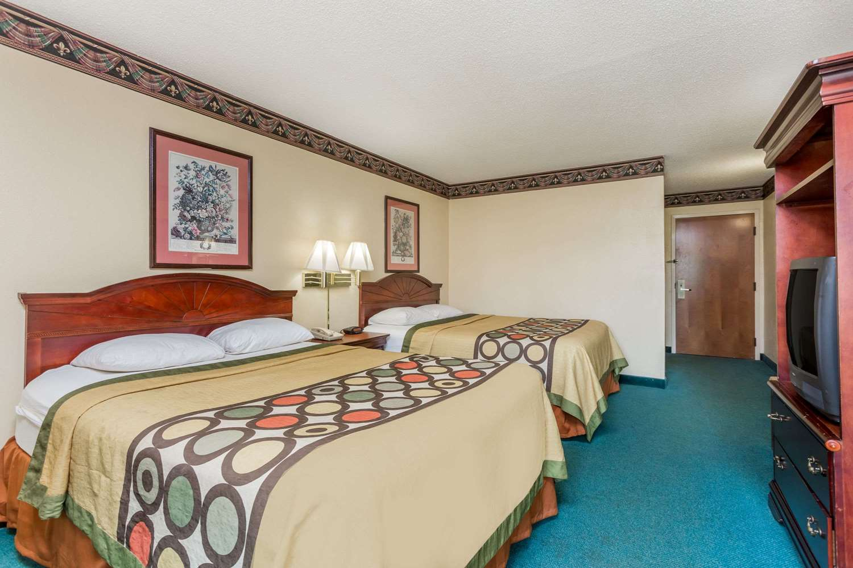 Room - Super 8 Hotel Piedmont