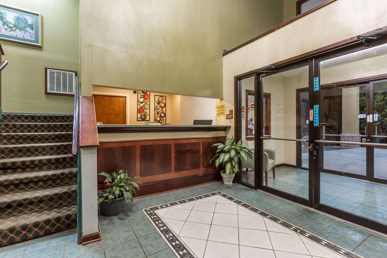 Lobby - Super 8 Hotel Piedmont