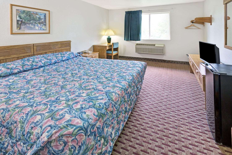 Room - Super 8 Hotel Canonsburg