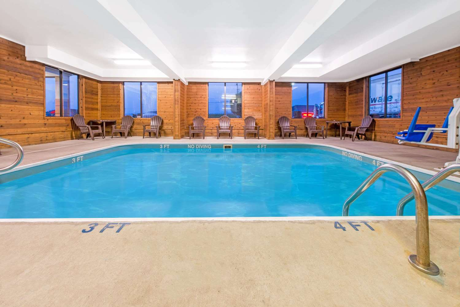 Pool - Super 8 Hotel Shepherdsville