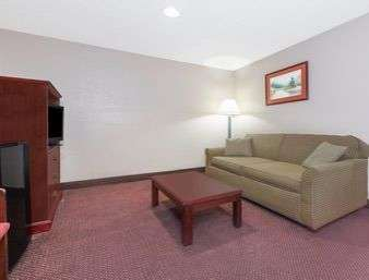 Room - Super 8 Hotel Shepherdsville