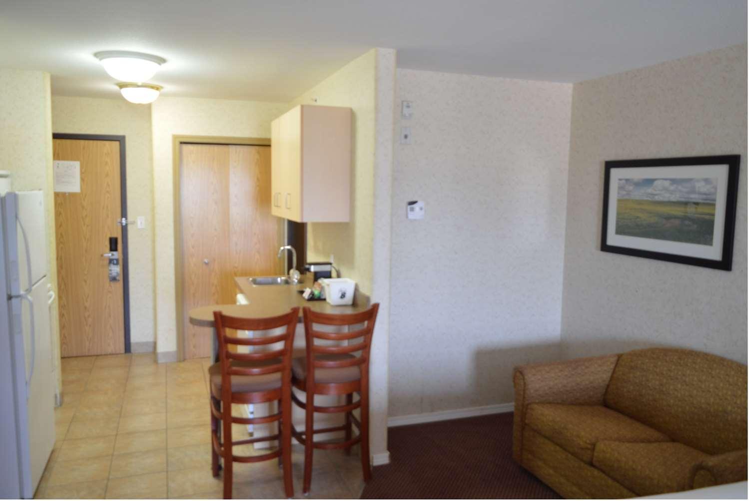 Suite - Super 8 Hotel Grande Prairie