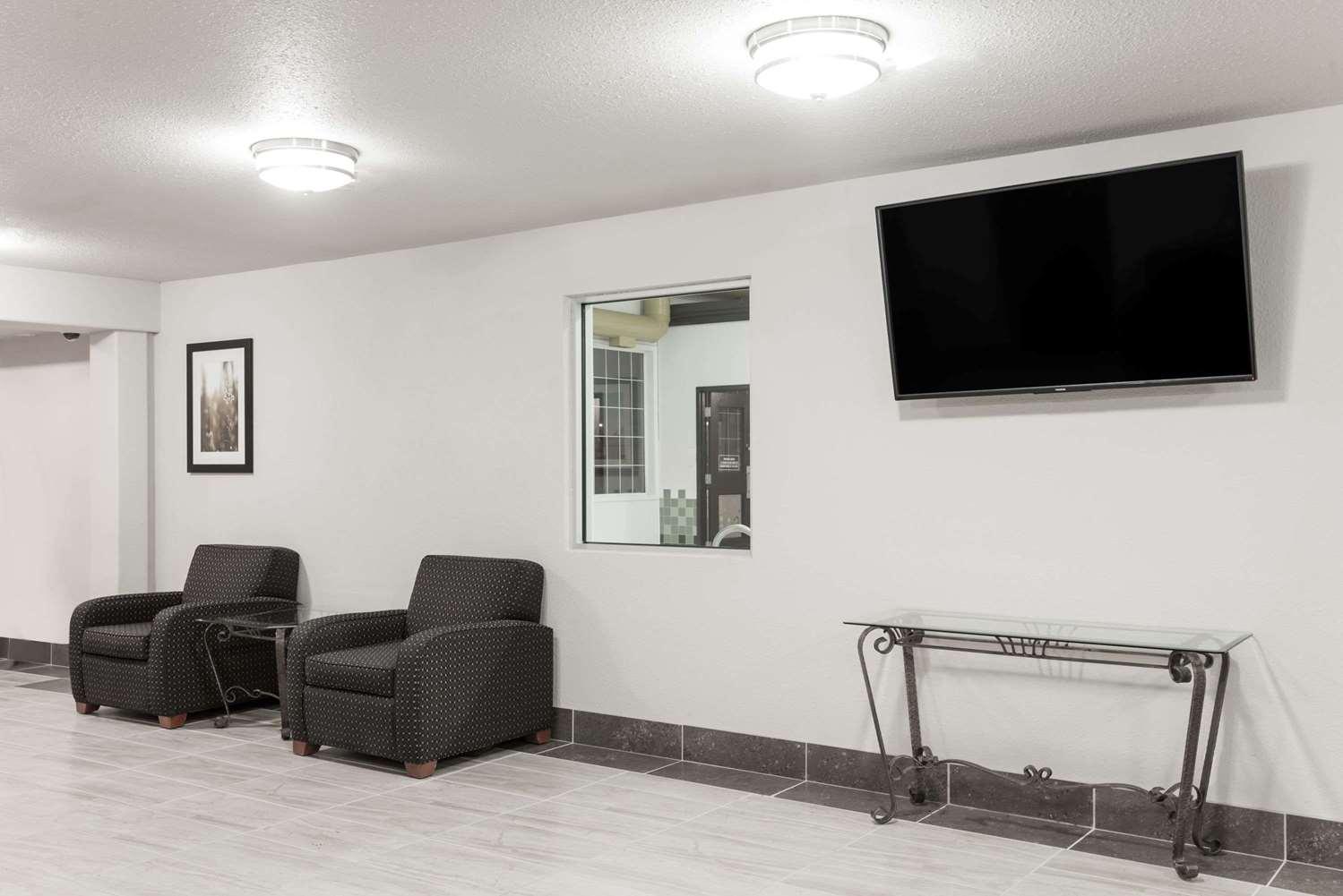 Lobby - Super 8 Hotel Grande Prairie