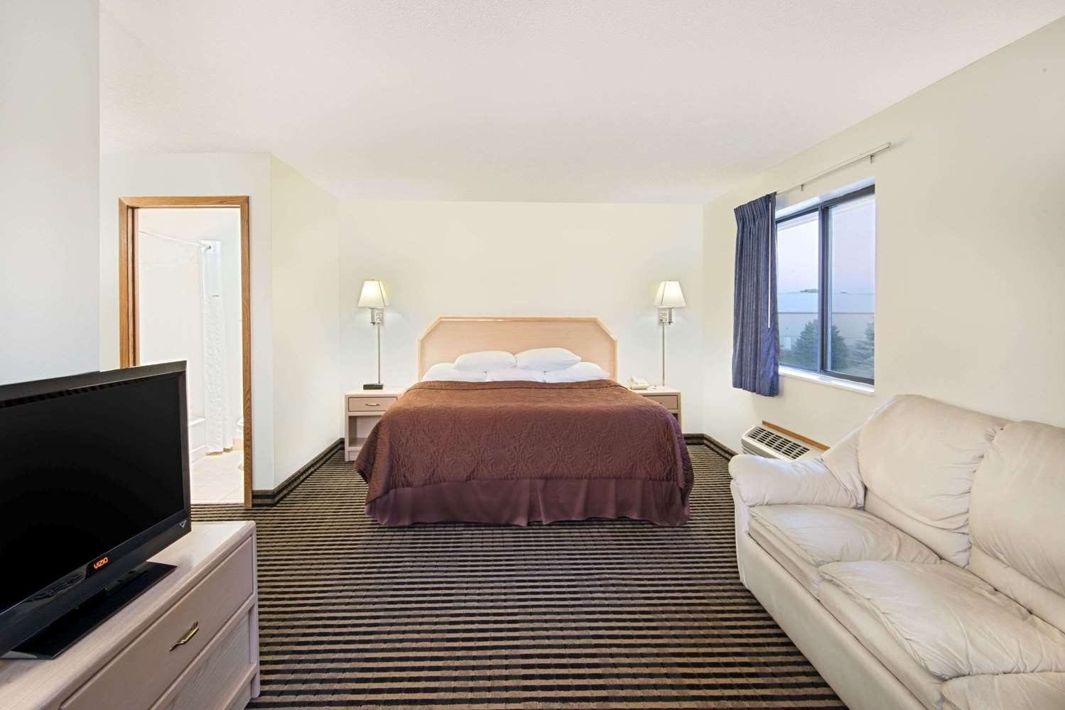Suite - Super 8 Hotel Humboldt