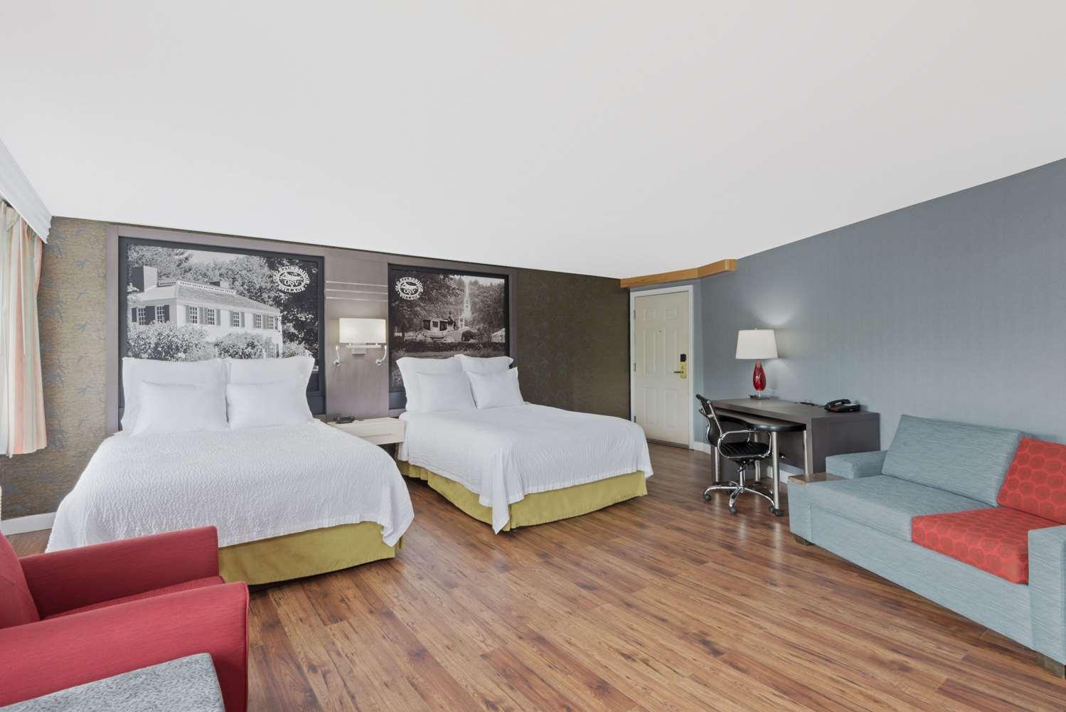 Suite - Super 8 Hotel Sturbridge