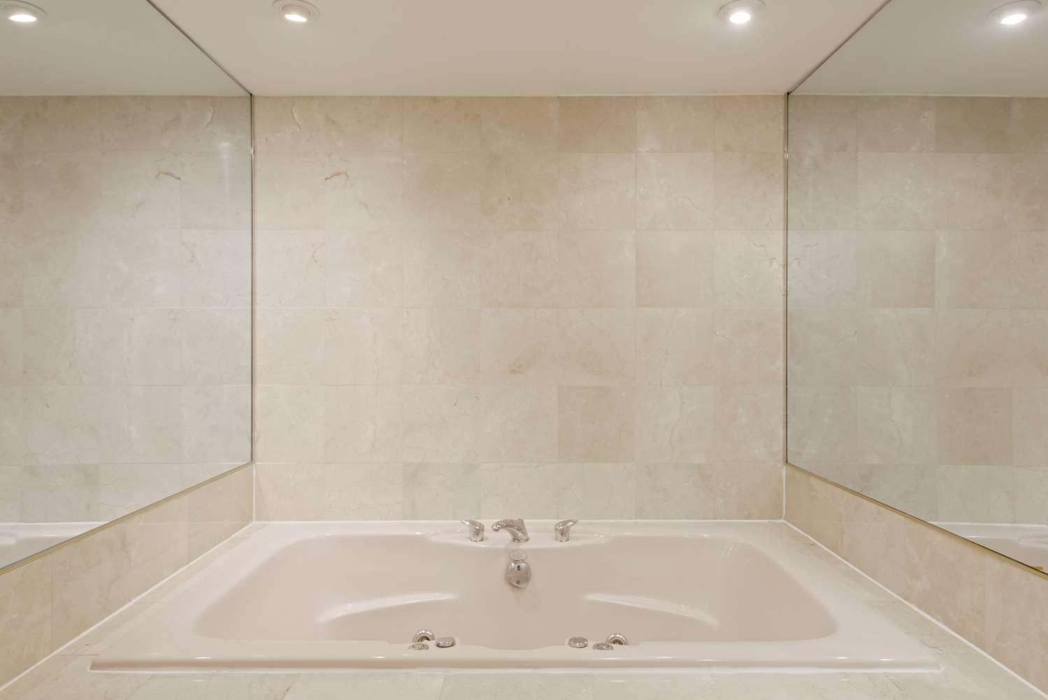 Room - Super 8 Hotel Sturbridge