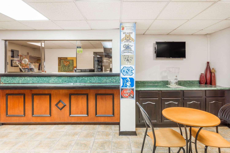 Lobby - Super 8 Hotel I-85 Greensboro