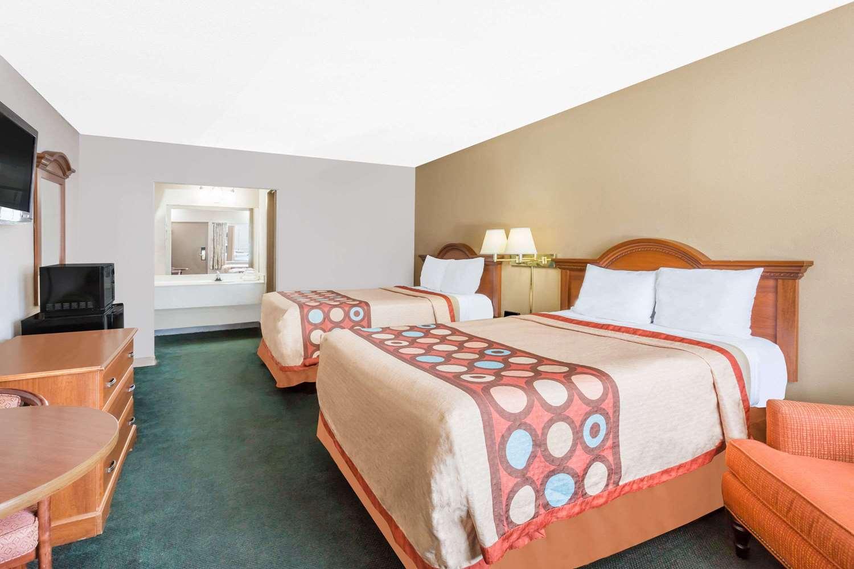 Room - Super 8 Hotel I-85 Greensboro