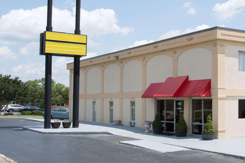 Exterior view - Super 8 Hotel I-85 Greensboro