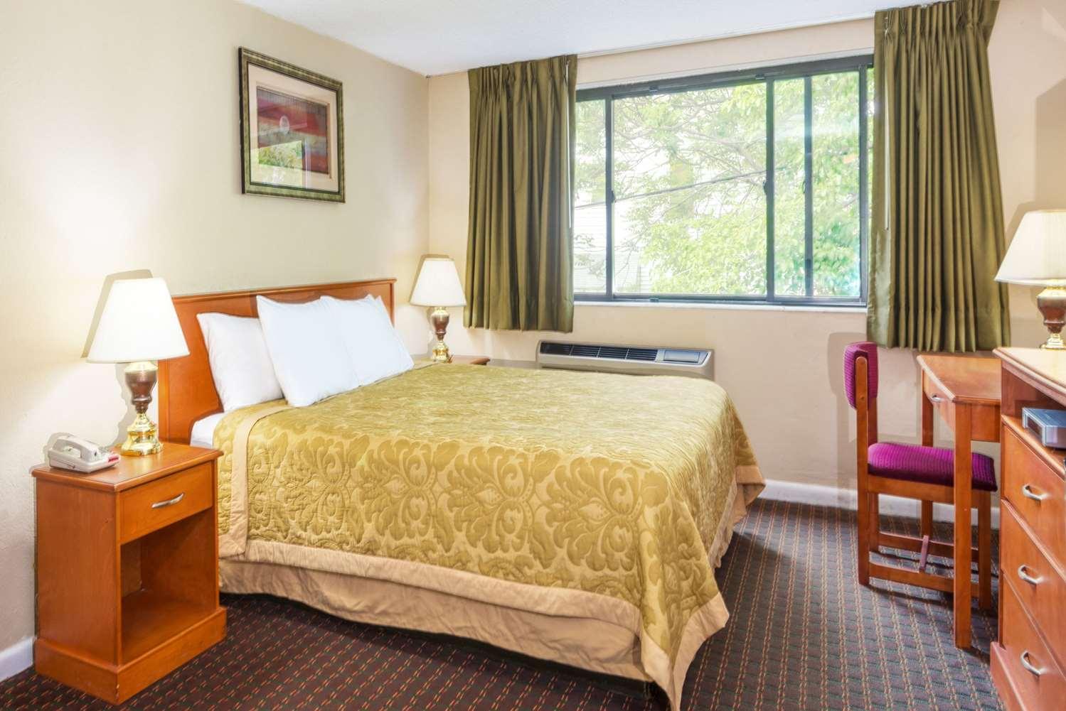 Room - Super 8 Hotel Watertown