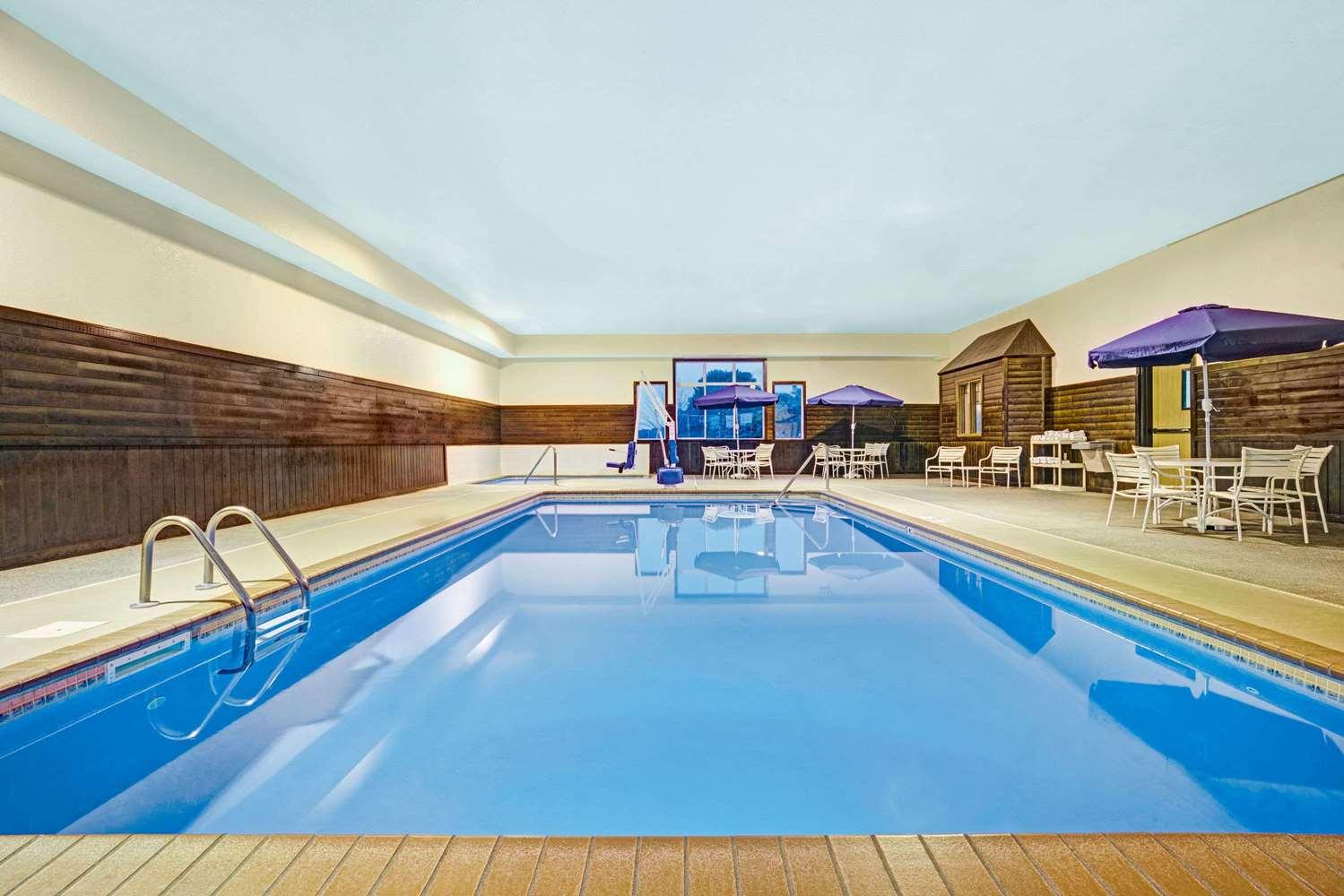 Pool - Super 8 Hotel Blaine