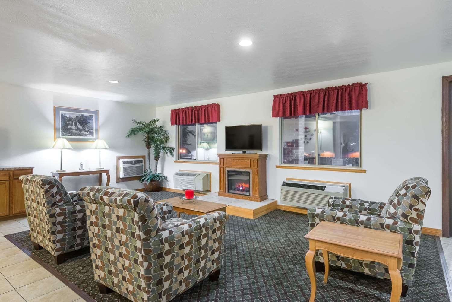 Lobby - Super 8 Hotel Fairmont