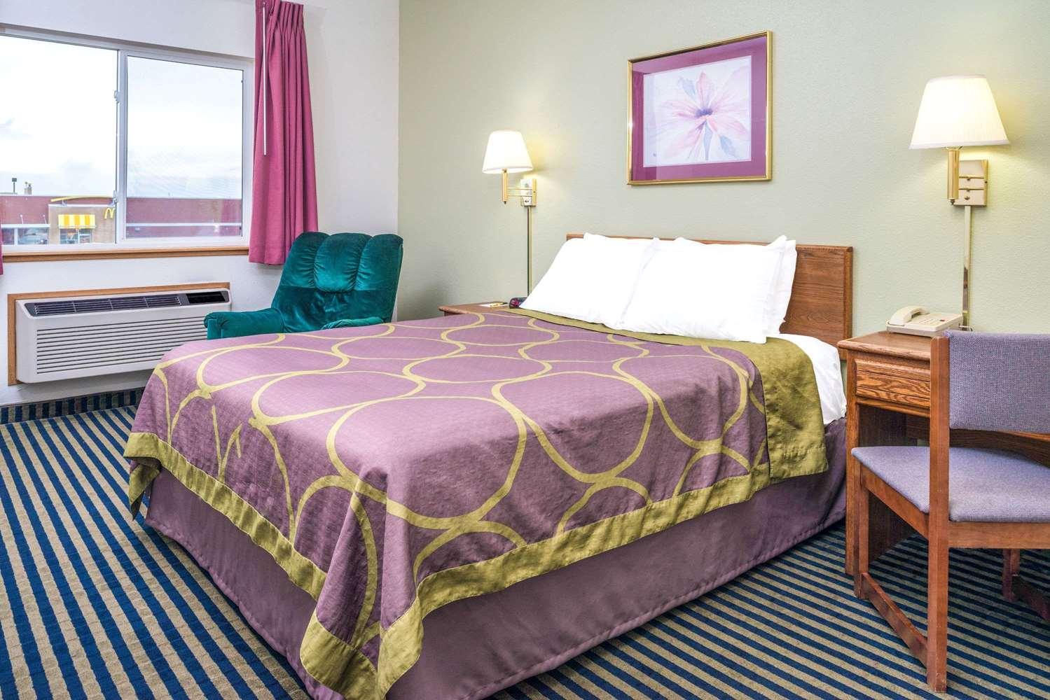 Room - Super 8 Hotel Gretna