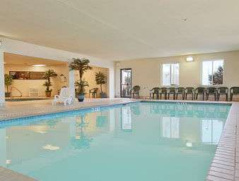Pool - Wingate by Wyndham Hotel Pueblo
