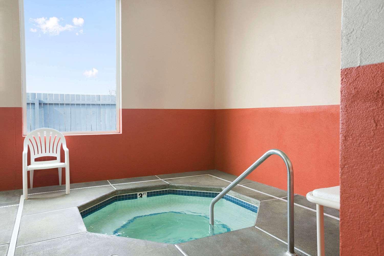 Pool Super 8 Hotel Ferndale