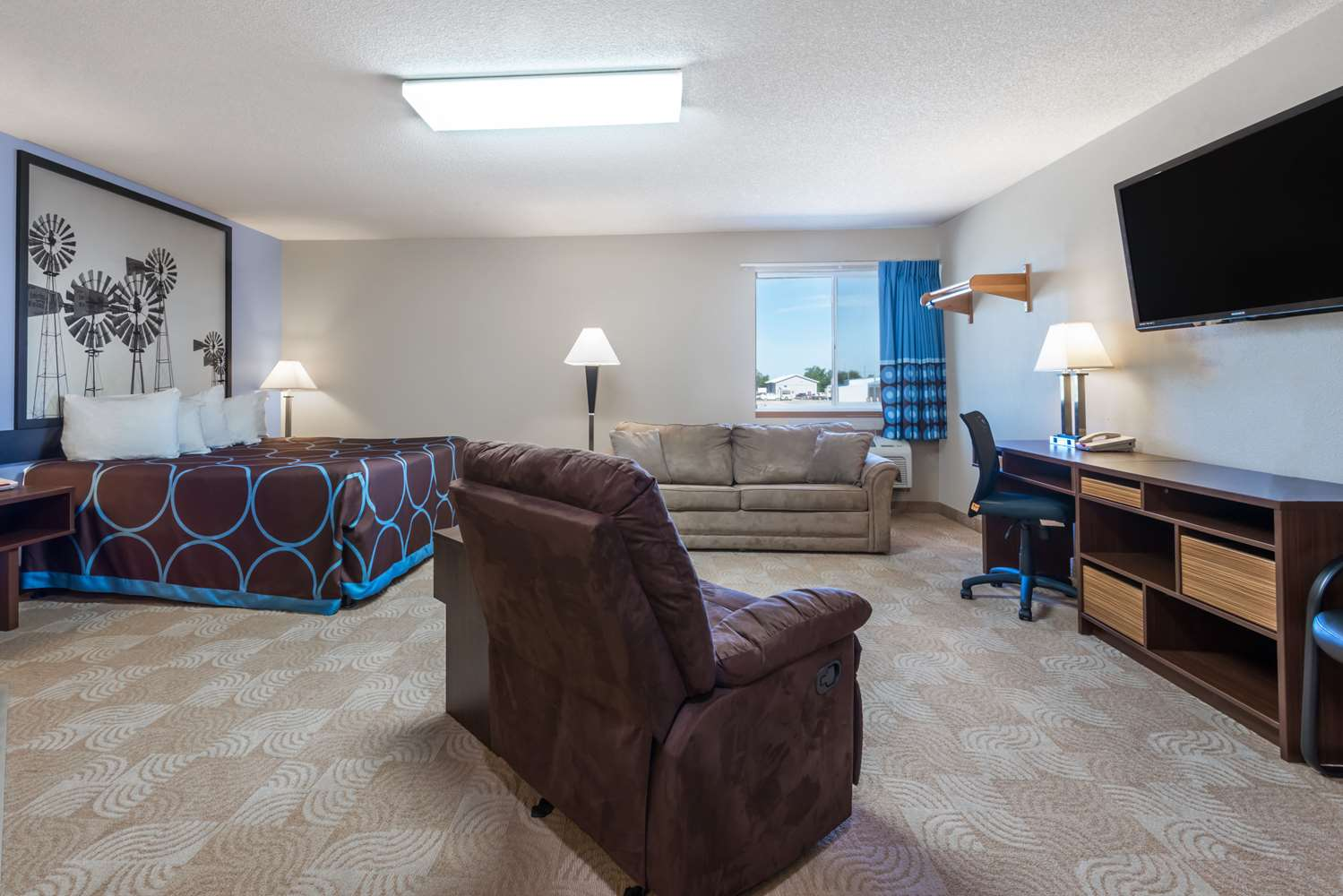 Suite - Super 8 Hotel Beloit