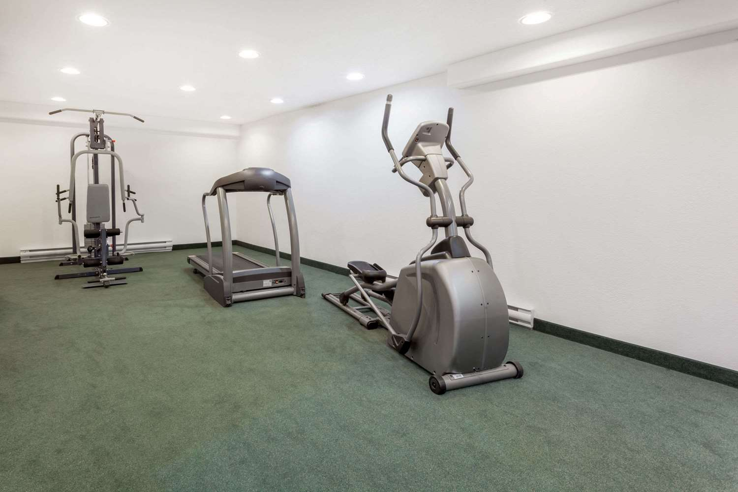 Fitness/ Exercise Room - Super 8 Hotel Pincher Creek