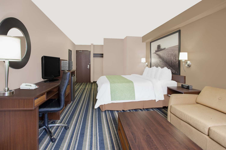 Room - Super 8 Hotel Brandon