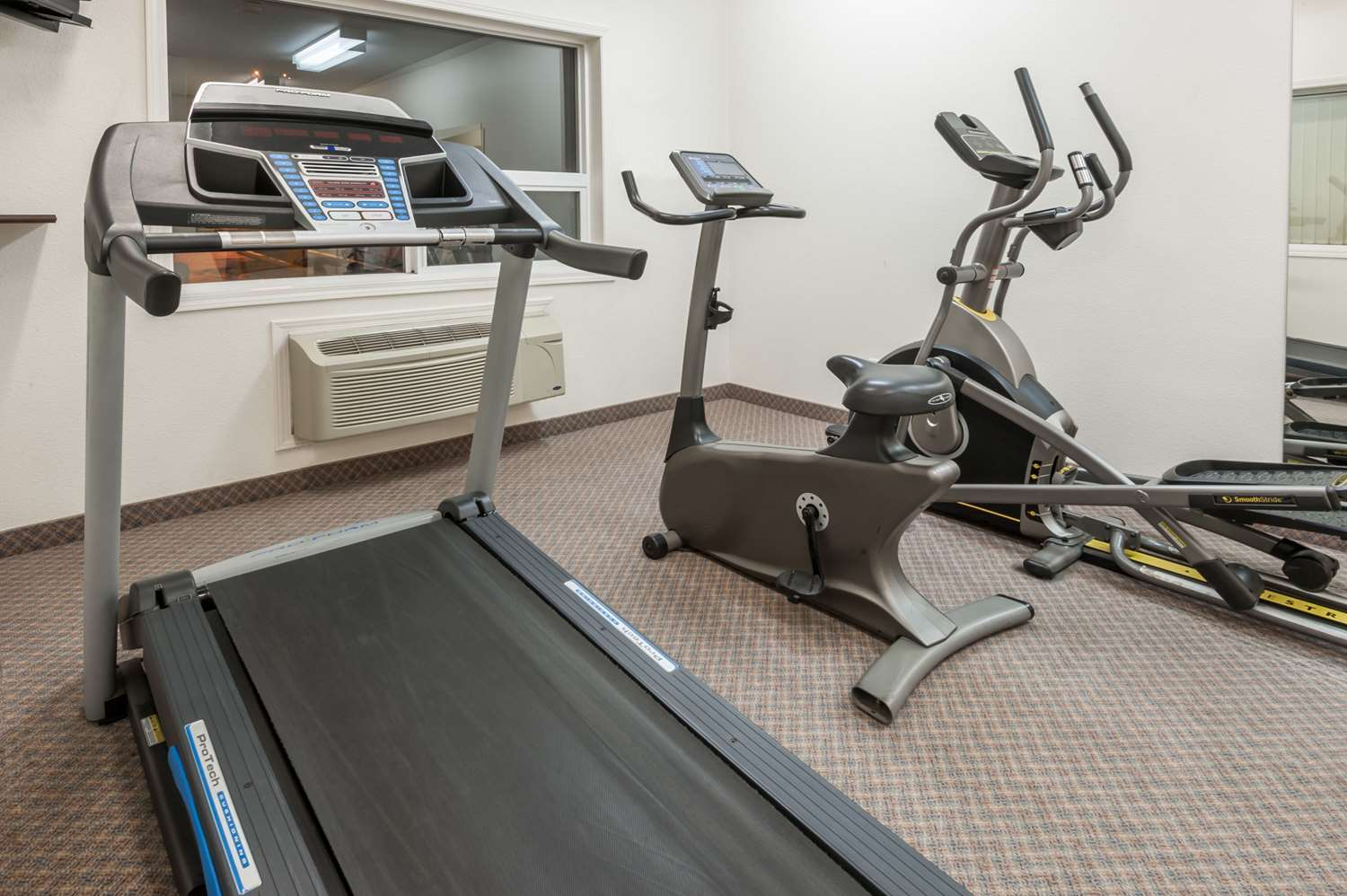 Fitness/ Exercise Room - Super 8 Hotel West Edmonton
