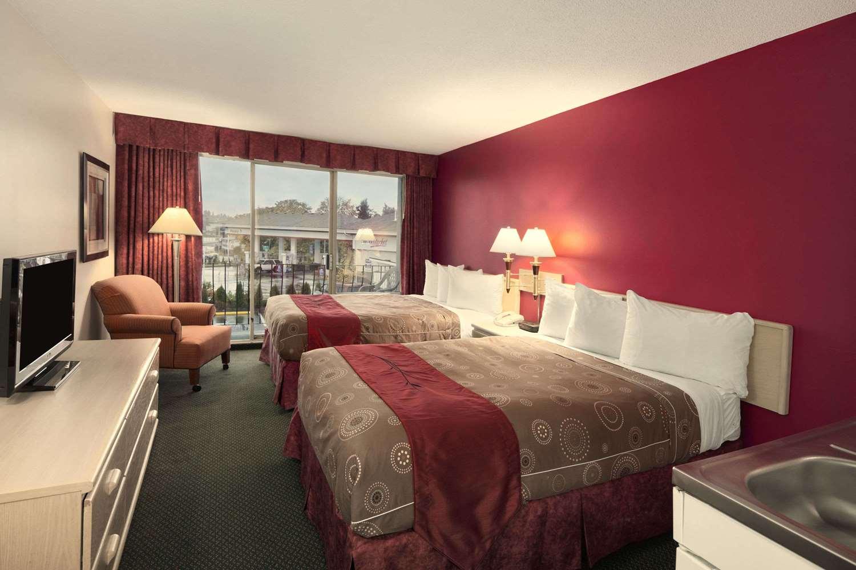 Room - Travelodge Nanaimo