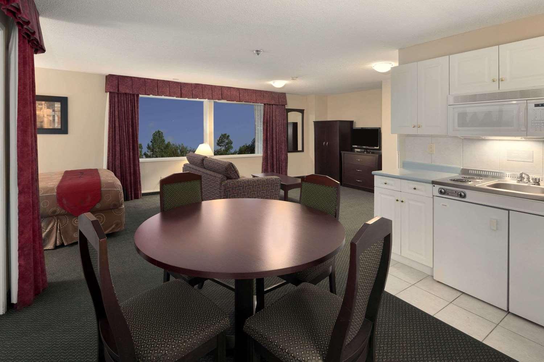 Suite - Travelodge Nanaimo