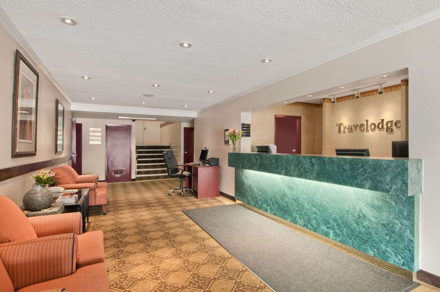 Lobby - Travelodge Nanaimo