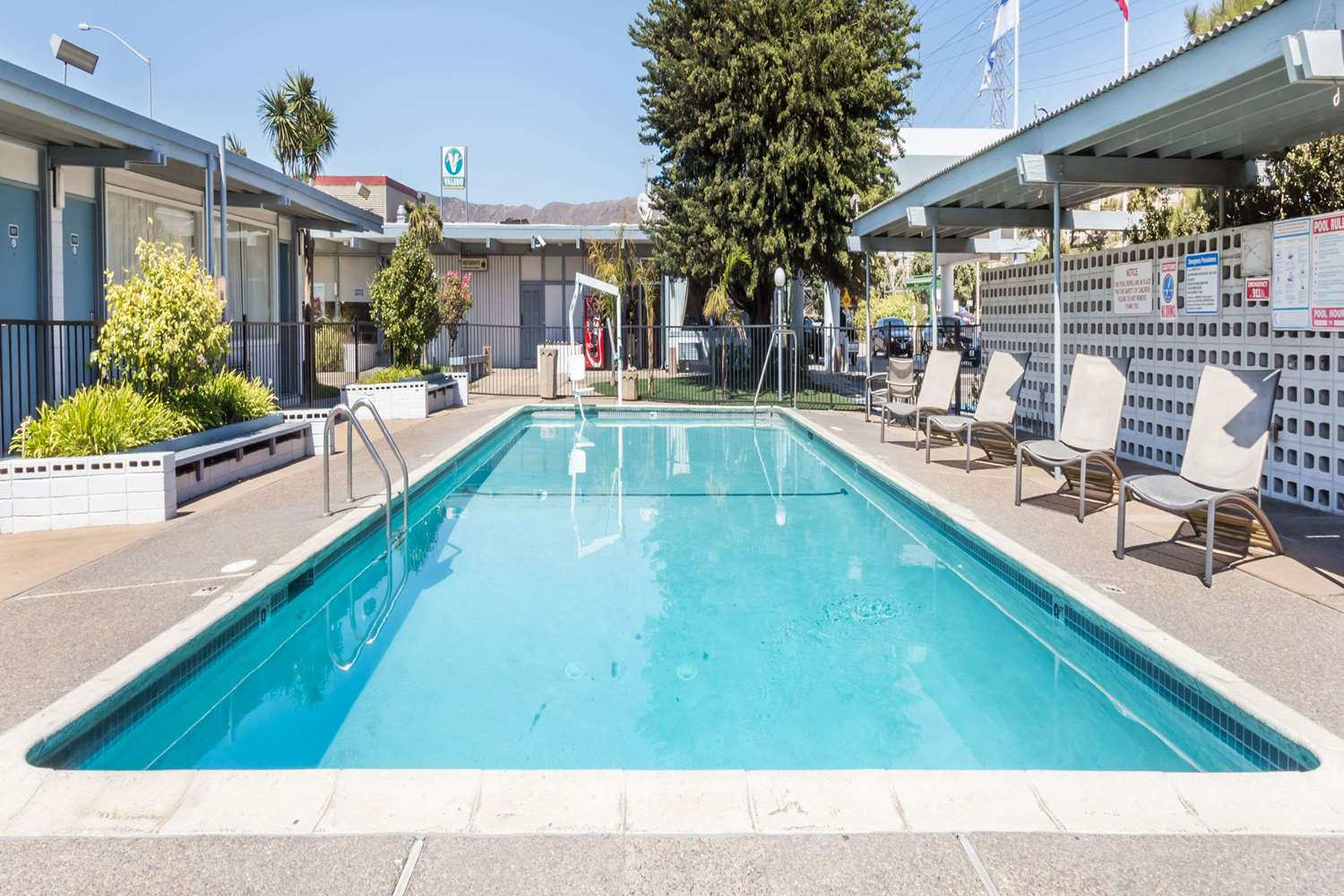 Pool - Travelodge SFO Airport South San Francisco