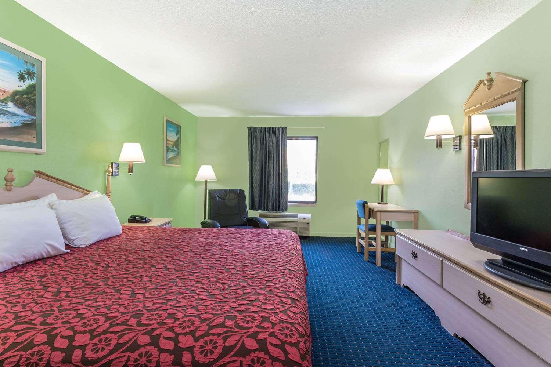 Room - Days Inn & Suites Callaway