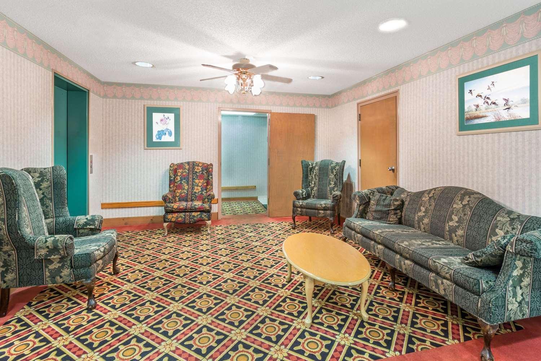 Lobby - Days Inn & Suites Callaway