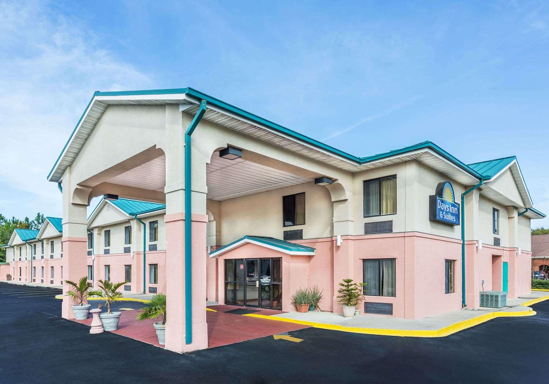 Exterior view - Days Inn & Suites Callaway