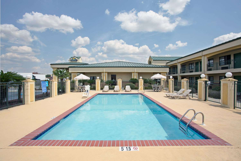 Pool - Days Inn Hammond