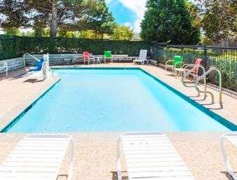 Pool - Days Inn Pleasant Ridge Road Arlington