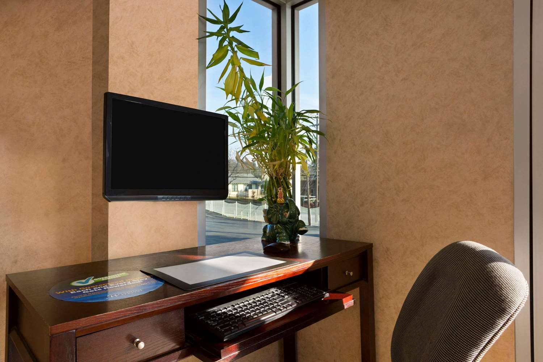 Lobby - Super 8 Hotel Downtown Capital Area Austin