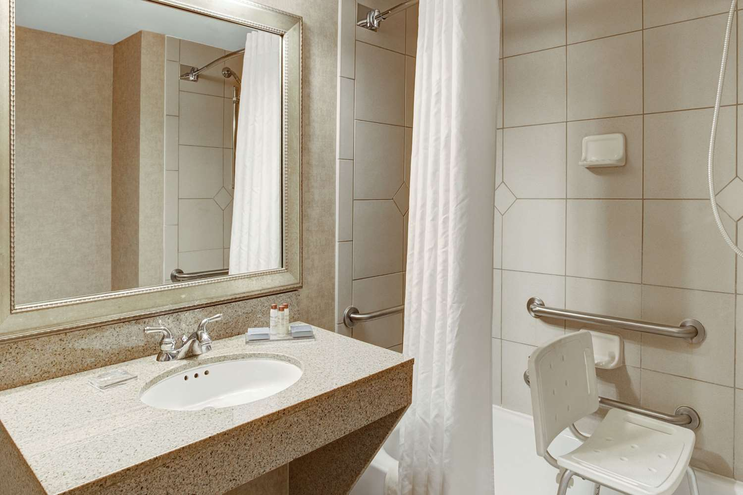 Room - Wingate by Wyndham Hotel Tampa