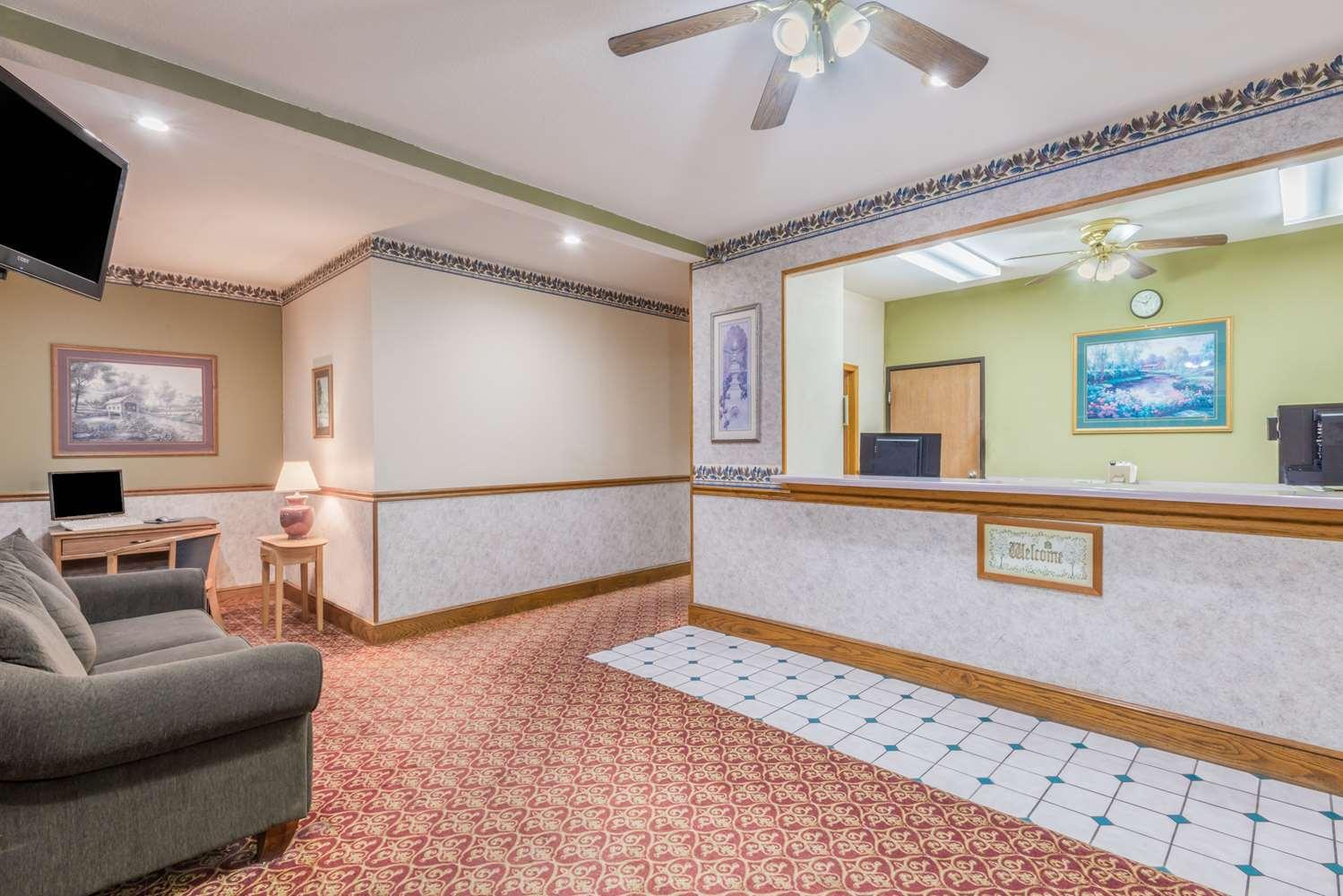 Lobby - Super 8 Hotel Kansas City Airport Platte City