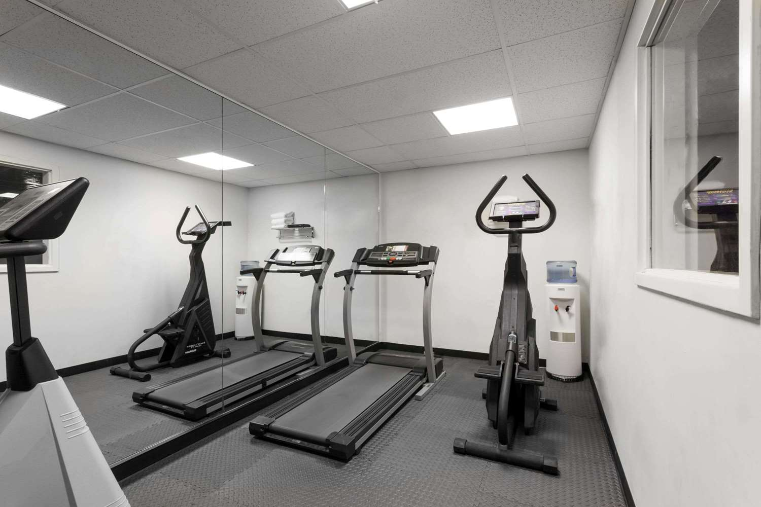 Fitness/ Exercise Room - Ramada Limited Hotel Tukwila