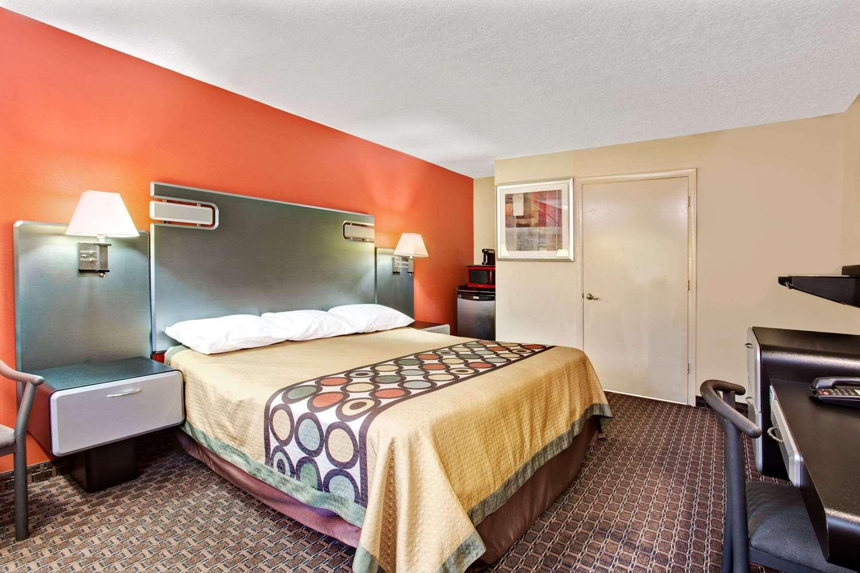 Room - Super 8 Hotel Maingate Kissimmee